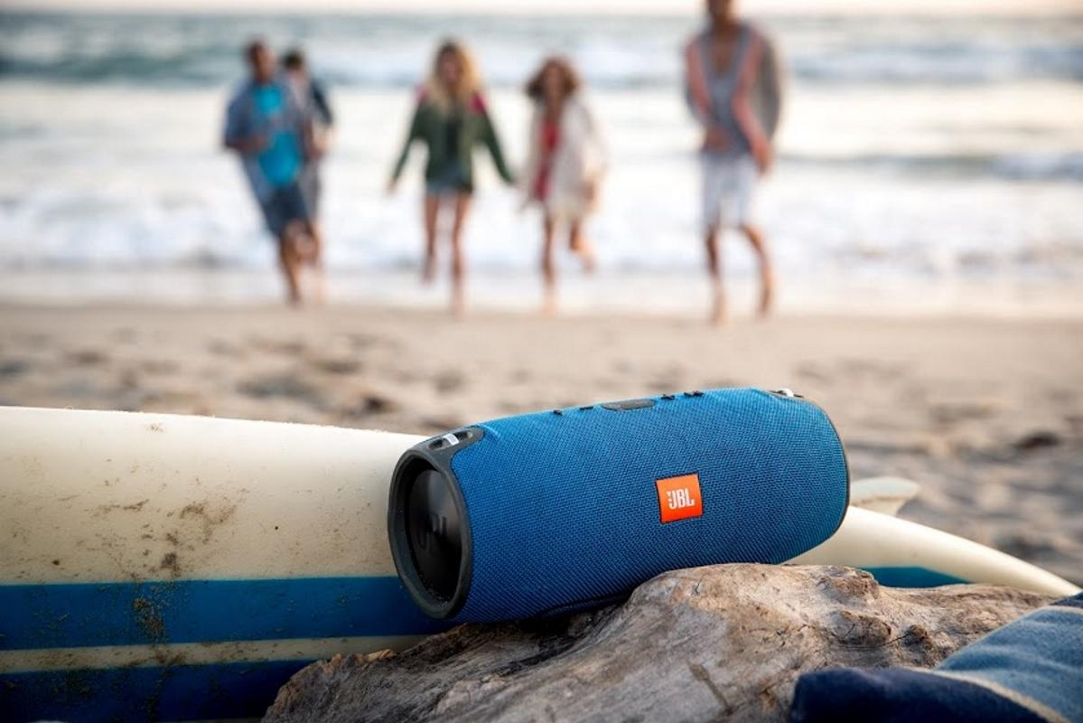 Resultado de imagen para wireless speakers beach